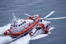 Soccorso della Guardia Costiera ad un peschereccio con 339 migranti a bordo.
